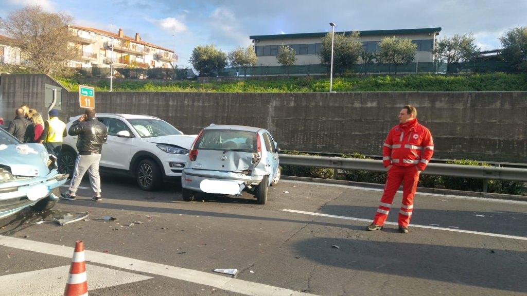 Grave incidente sulla tangenziale di Catania: scontro tra 3 auto, tra i feriti bimba di 6 anni – FOTO