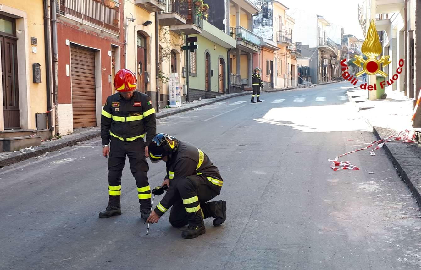Paura a Fleri, dopo il sisma sospetta fuga di gas in via Vittorio Emanuele: verifiche da parte dei vigili del fuoco