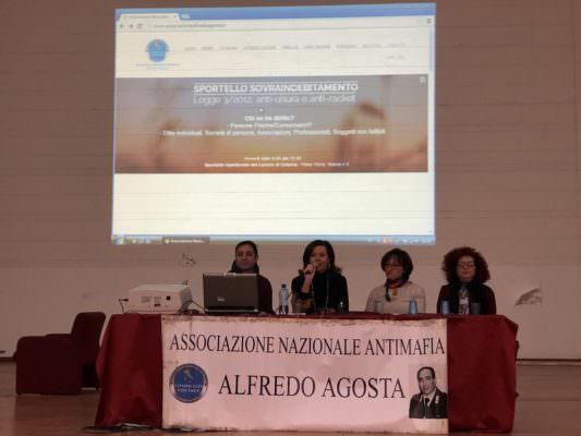 """""""Criminalità organizzata, come si alimenta"""": l'Istituto Gemmellaro incontra le Istituzioni"""