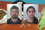 Marijuana in casa e cocaina nel portamonete: arrestata coppia di coniugi nel catanese