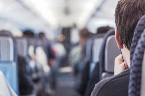 """Caro tariffe collegamenti aerei dalla Sicilia, Tanasi denuncia: """"Una violenza nei confronti dei cittadini siciliani"""""""