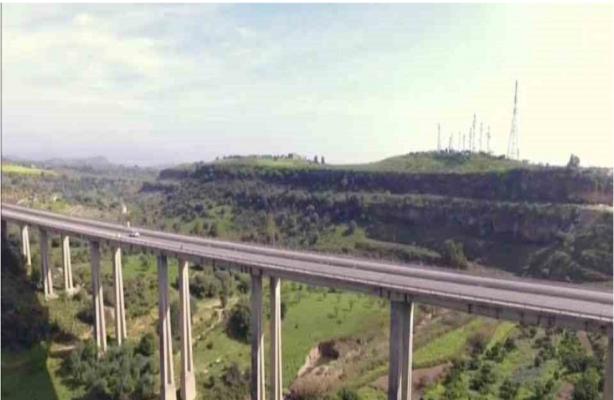 Contromano sul viadotto Morandi, percorsi due chilometri in controsenso: protagonista un uomo