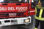 Fiamme a Nesima, intervento dei vigili del fuoco per un incendio in una cava: operazioni in corso