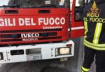 Paternò, incendio in un'azienda di concimi per l'agricoltura: bruciati un camion e quattro macchine