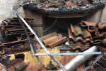 Incendio in appartamento nel Catanese, fiamme partite da un camino lasciato acceso dagli inquilini?