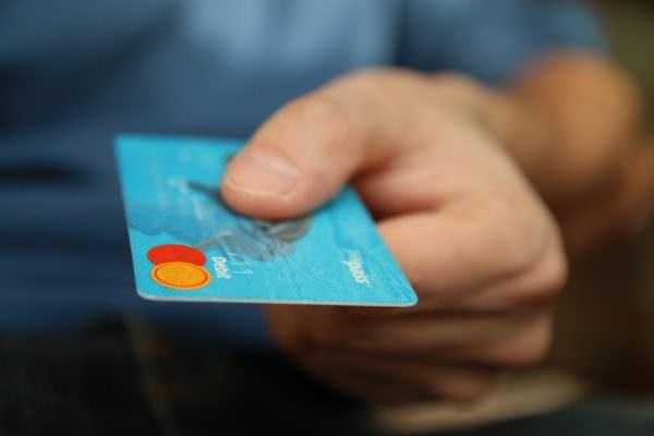 """Bonus di 3mila euro a chi paga con carta. Arriva il Super Cashback: a chi spetta il """"premio""""?"""