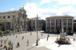 Tedesco ubriaco in piazza Duomo insulta, minaccia e morde i poliziotti: emesso divieto di ritorno a Catania per 3 anni