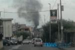 Paura in via Palermo: incendio in corso, densa nube di fumo si alza in cielo