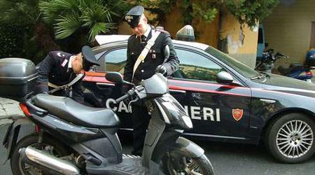 L'atteggiamento sospetto e l'inseguimento in scooter per le vie di Catania: arrestato pusher 22enne