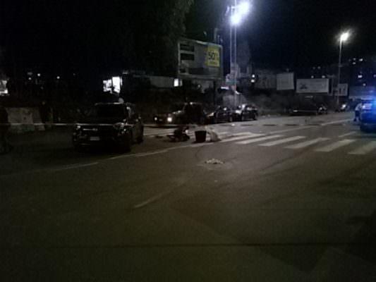 Aggiornamenti dall'incidente di viale Raffaello Sanzio: un ferito in fin di vita. Agenti ancora sul posto
