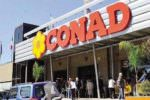 Minorenne tenta rapina al Conad poi fugge: poliziotti arrestano 17enne