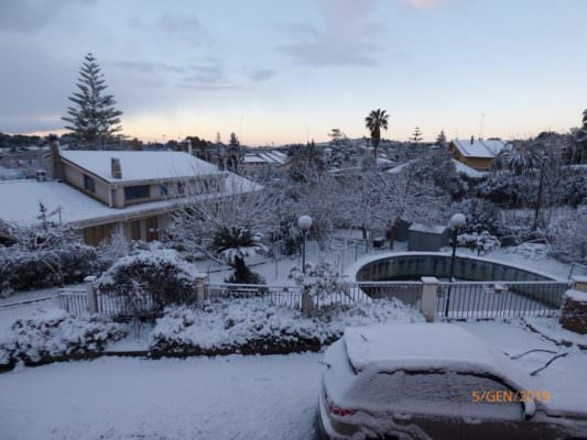 Neve e ghiaccio da Trapani a Siracusa: chiuso il Sicilia Outlet Village, ma che spettacolo! – FOTO