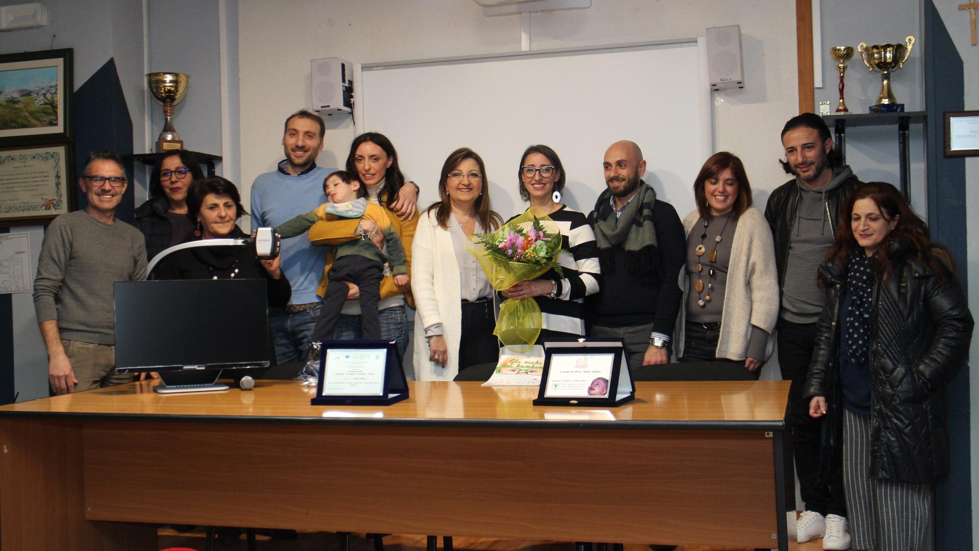 """Il circolo didattico """"Giuseppe Fava"""" esempio di solidarietà: donate attrezzature per i bambini disabili"""