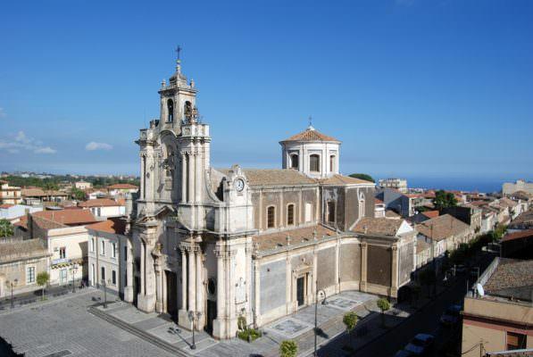 """Aci Sant'Antonio, riapertura cimitero e novità sugli uffici. Caruso: """"Villa chiusa, al lavoro per il mercato"""""""