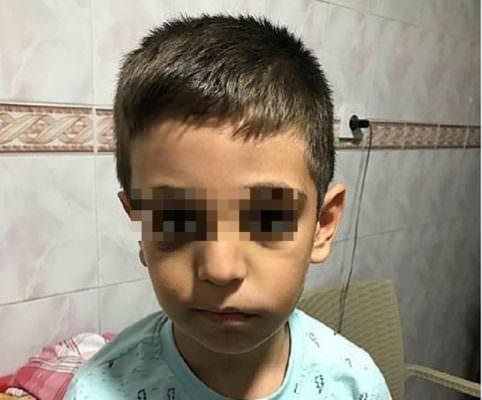 Morto il bimbo di 6 anni picchiato dal padre con il tubo dell'aspirapolvere per non aver fatto i compiti