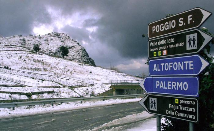 Maltempo in Sicilia, pioggia e neve nel Palermitano: chiusa la SS 186, diversi gli allagamenti
