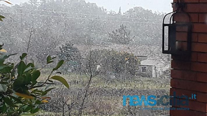 Il 2019 in Sicilia inizia con la neve: freddo e gelo per le strade, ma è spettacolo per gli occhi
