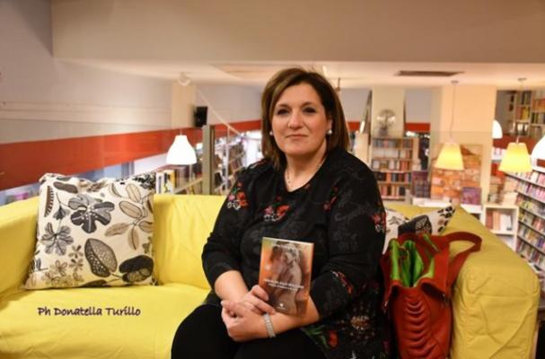 """Libri, la passione tra le righe in """"Immagini allo specchio"""" di Silvia Campagnolo"""