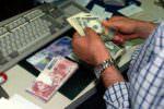 Catania, impiegato di banca arrotonda lo stipendio spacciando: in manette per spaccio
