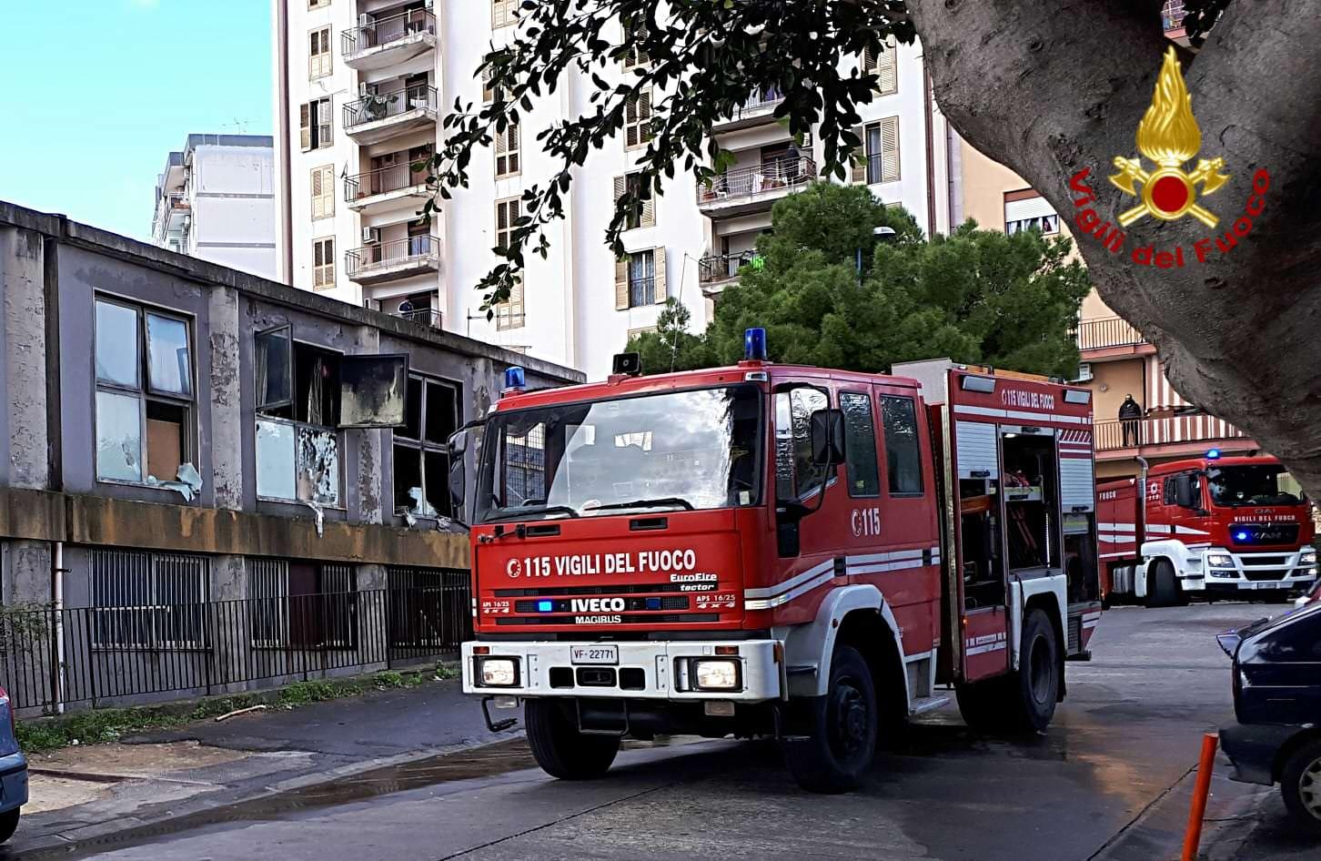 Appartamento in fiamme in viale Bummacaro, ecco le immagini dello spegnimento – FOTO e VIDEO