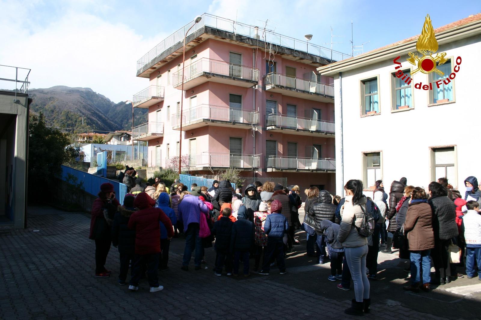 Trema la terra nel Catanese: scuole evacuate a Zafferana, le FOTO e il VIDEO di quei momenti