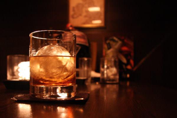 Rissa nel Catanese per un cocktail, ad avere la peggio una ragazza: 6 soggetti denunciati
