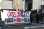 Irruzione della DIGOS al Boggio Lera, studenti bloccano via Vittorio Emanuele