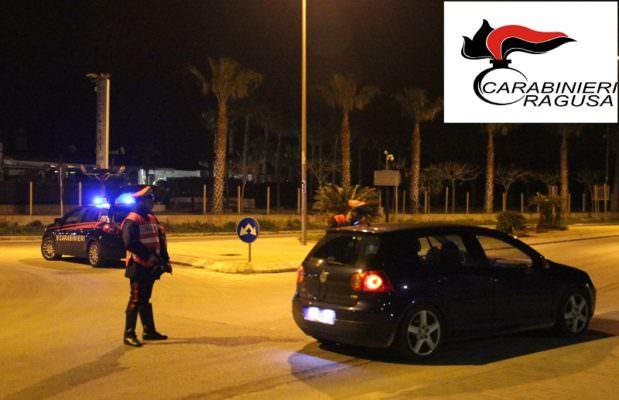 Stranieri irregolari fermati in piazza: 39enne colpisce carabiniere e tenta la fuga