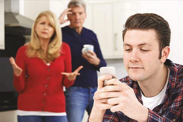 Giovani sempre più lontani dai genitori: la chiave starebbe nell'iniziare da se stessi