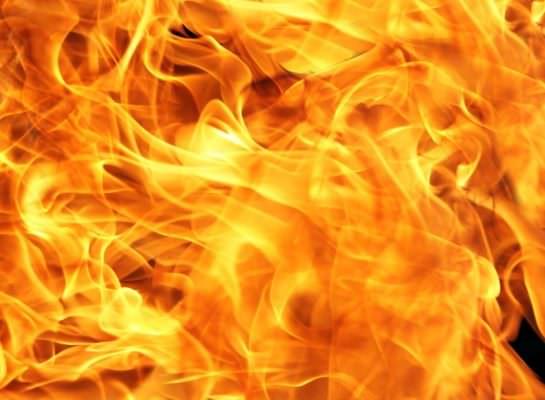 """Il fuoco come catarsi, l'antico significato dello """"zuccu"""" natalizio nella Sicilia orientale"""