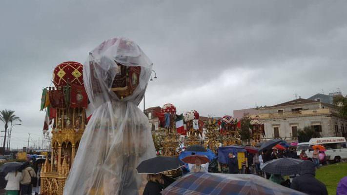 Sant'Agata sotto la pioggia: annullato giro delle Candelore