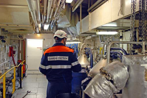 Sea Watch, diverse non conformità alla navigazione: resta ferma al porto di Catania
