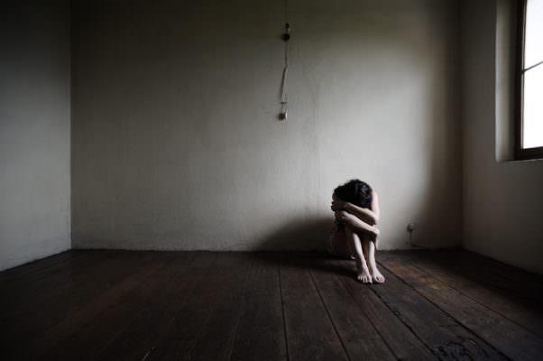 Sentirsi soli in compagnia: il triste aspetto nell'era della tecnologia