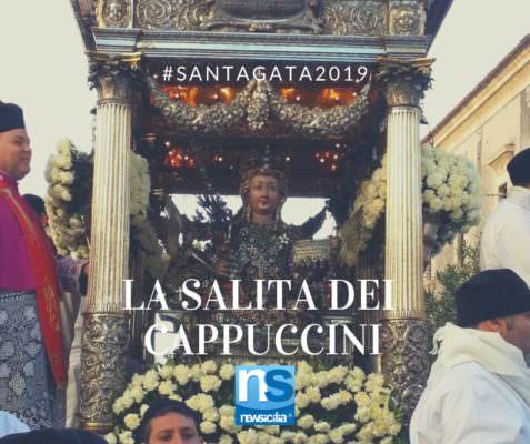 """Sant'Agata, la pioggia """"accelera"""" il giro esterno: è il momento della Salita dei Cappuccini – FOTO e VIDEO"""