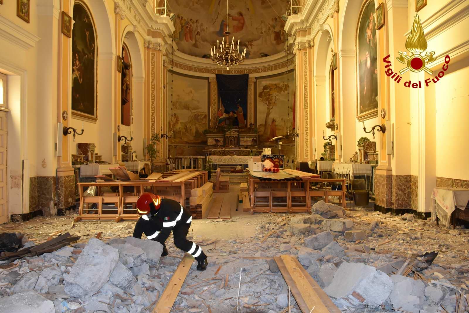 Emergenza sisma, operazioni di messa in sicurezza della chiesa di Pennisi – Le FOTO