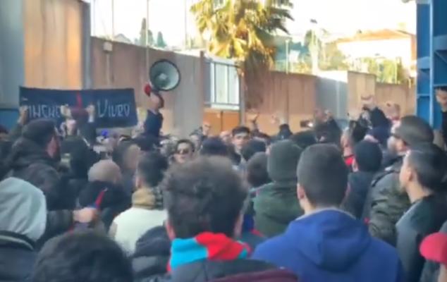 Catania, contestazione degli ultras durante il match con la Casertana: cori e striscioni contro la società – VIDEO