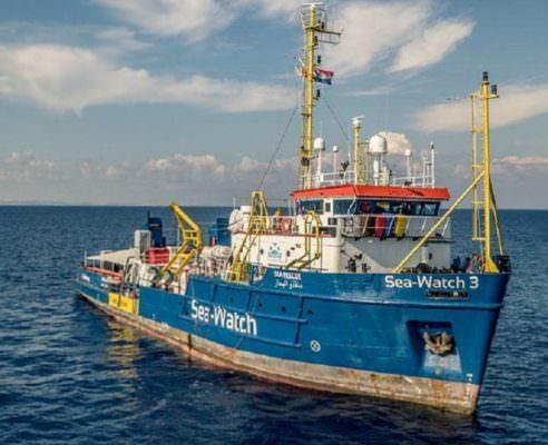 Catania, presunti ritardi nello sbarco della Sea Watch: indagati Conte, Salvini e Di Maio