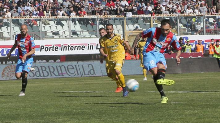 """La sconfitta delle """"Vespe"""" pesa, il Catania riapre i giochi: le sfide da qui alla fine"""