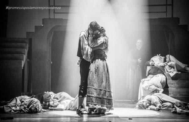 """Sold out e standing ovation finale per il capolavoro """"I Promessi Sposi-Amore e Provvidenza"""""""
