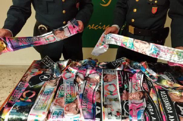 Gadget contraffatti di Alessandra Amoroso venduti al concerto di Acireale: 11 denunce