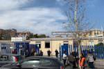 """Terrore infondato, folla di genitori alla Tomasi di Lampedusa: """"Nessun panico"""" – VIDEO"""