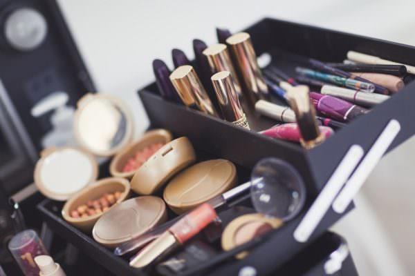 Ingredienti nocivi nei cosmetici: i rischi di mostrare un aspetto ben curato
