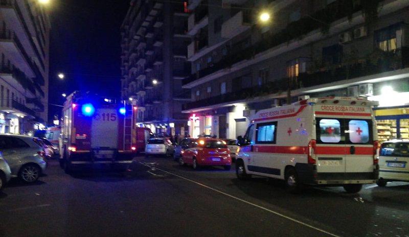 Incendio in viale Jonio, negozio divorato dalle fiamme: panico tra i presenti – Le FOTO