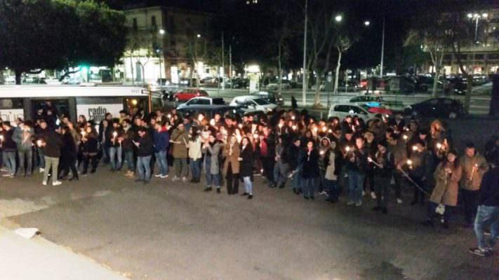 """""""Uniti per sconfiggere la mafia"""", fiaccolata degli studenti dell'Università di Catania in piazza Verga"""
