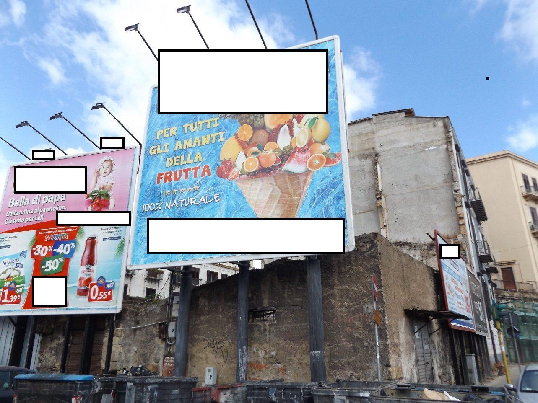 Lotta all'abusivismo pubblicitario: rimossi cartelloni che coprivano un bene monumentale