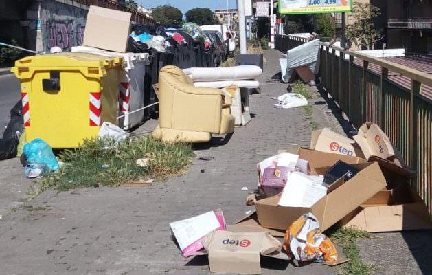 Catania, discarica a cielo aperto in viale Marco Polo. La segnalazione di Comitato Cittadino Vulcania