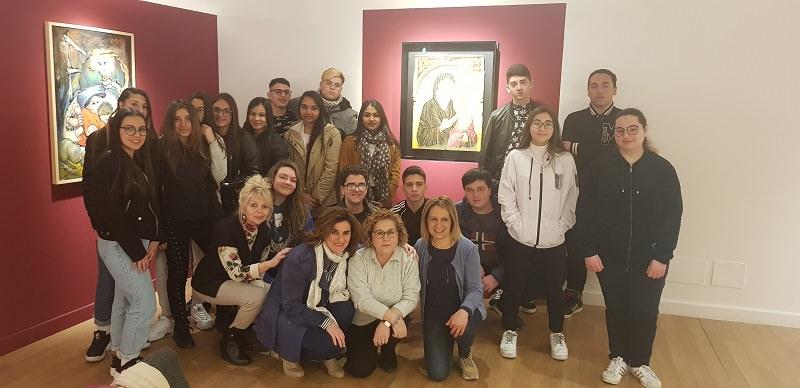 """Studenti del """"Wojtyla"""" alla mostra """"Simone Martini incontra Salvatore Incorpora, il racconto del sacro"""""""