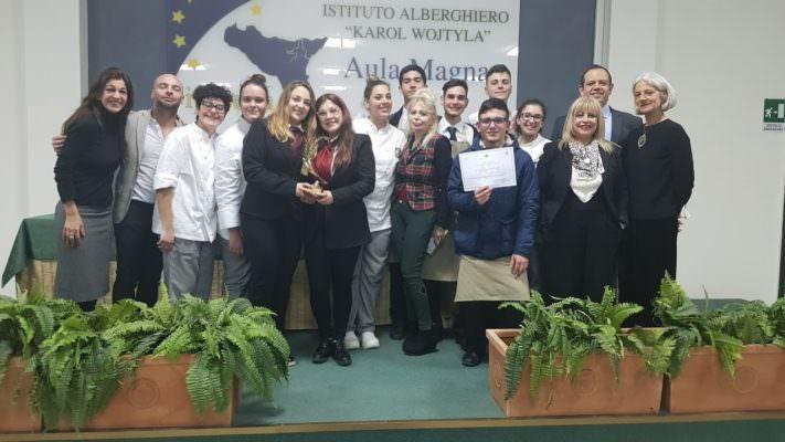 """Il gusto francese entra a scuola: cucina, arte e cultura nella competizione all'Ipsseoa """"K. Wojtyla"""" di Catania"""