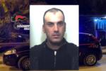 Importunava i passanti e tentava di aggredire i carabinieri: in manette un rumeno
