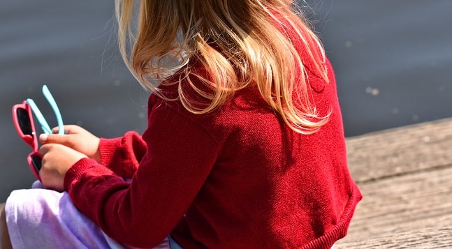 """Conversazione choc tra madre e agente: la donna """"offre"""" la figlia di 5 anni"""